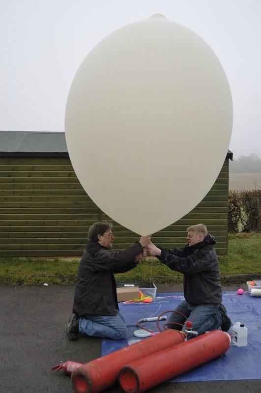 Un reportage de RaspiTV sur le lancement d'un balon équipé d'une carte mini-pc Raspberry Pi, par Dav